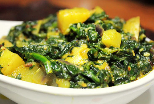 Ricetta Aloo Palak, curry indiano di patate e spinaci (Photo by Wikiphoto)