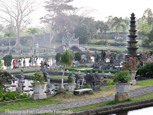 Il giardino acquatico del Water Palace Tirtagangga a Bali