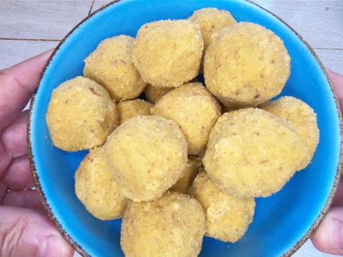 Ricetta dei Laddoo, dolcetti indiani (Photo by PJ wikilovesfood)