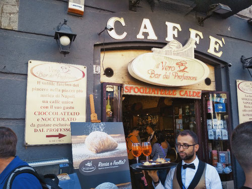 Il Vero Bar del Professore, accanto a Piazza del Plebiscito a Napoli (Photo by Gabriele Ferrando)