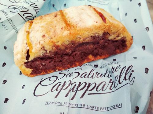 Il Biscotto all'amarena della Pasticceria Capparelli a Napoli (Photo by Gabriele Ferrando)