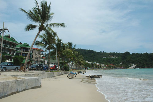 Patong Beach a Phuket (Photo by Jpatokal)