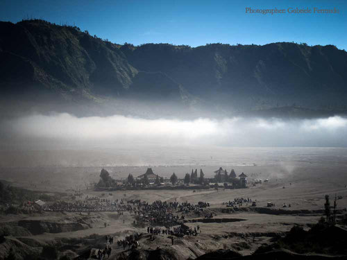 Cammino verso il cratere del Bromo (Photo by Gabriele Ferrando)