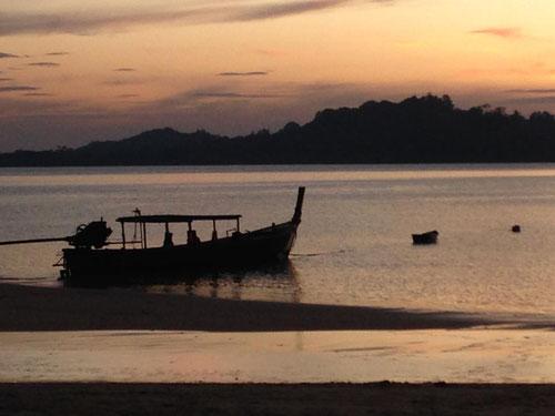 Tramonto sulla spiaggia di Koh Phayam