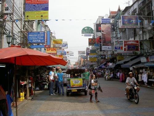 La leggendaria Khao San Road a Bangkok (Photo by Mr Bullitt)