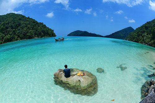 L'acqua cristallina del Parco Marino delle Surin Islands (photo by Armiblue)