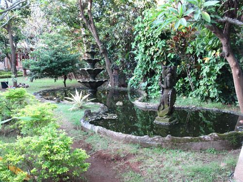 Scorcio del bellissimo giardino del Rambutan Hotel a Lovina Bali (photo by Gabriele Ferrando)