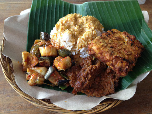 Nasi Padang con Beef Rendang, famoso e gustoso piatto indonesiano (Photo by Gabriele Ferrando)