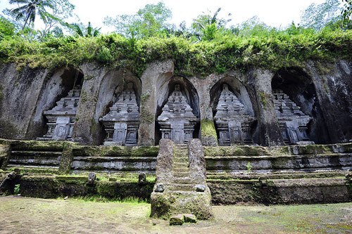 Le rovine di Gunung Kawi a Bali (Photo by chensiyuan)