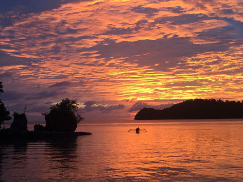 Spettacolare tramonto sulle isole Togian - Sulawesi - Indonesia (Photo by Black Marlin Dive Resort)