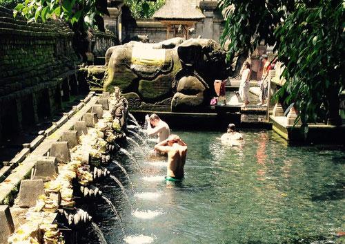 Le fonti sacre di Tirta Empul a Tampaksiring, Bali (Photo by Gabriele Ferrando)