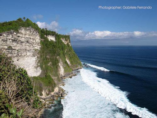 L'imponente scogliera di Uluwatu - Bali