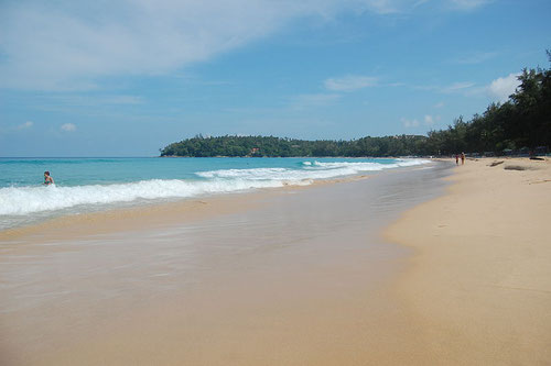 La bella baia di Kata Beach a Phuket (Photo by Edwin.11)