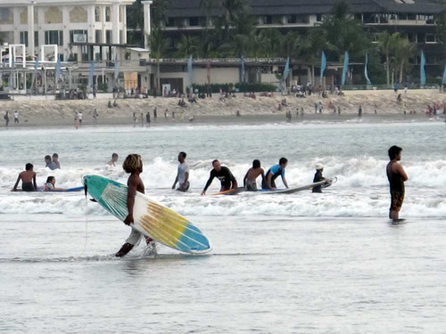 Surfers a Kuta Beach - BALI (Photo by Gabriele Ferrando)