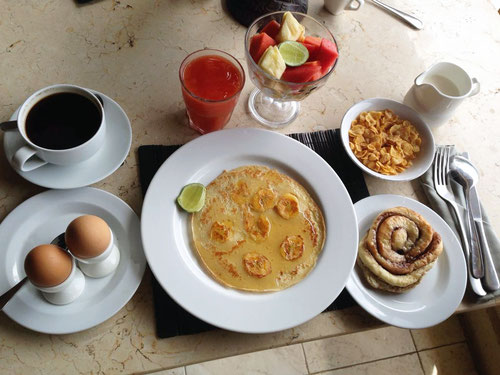 Ricca colazione al Baliku Dive Resort ad Amed - Bali (Photo by Gabriele Ferrando)