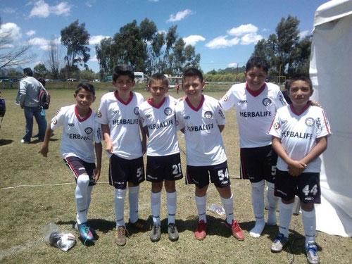 Equipo Pre-infantil de San Pablo, luce uniforme de Herbalife del 2014