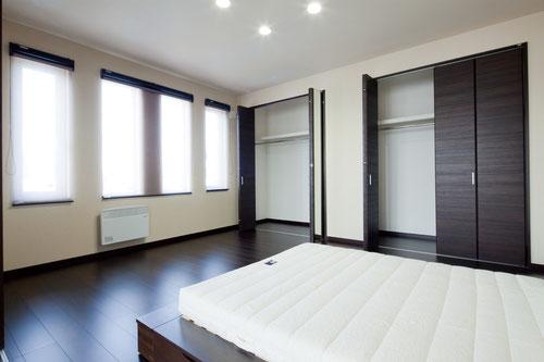ビルドインガレージ 二階リビング 2階主寝室 ダウンライト 滝川の有名な会社 滝川で人気