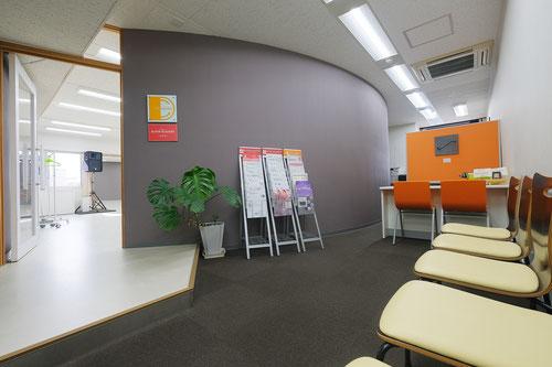 株式会社ディスカス京都烏丸松原川南ビル7階