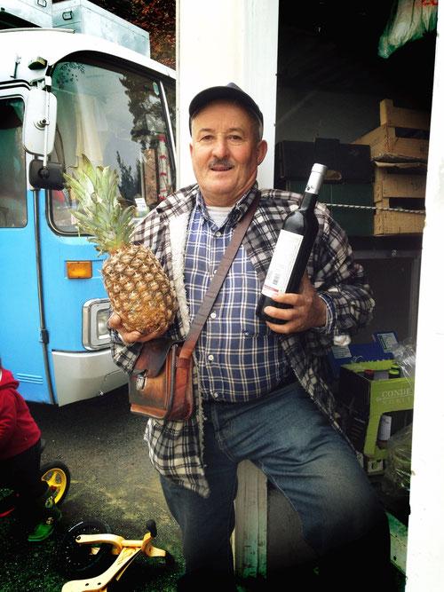 Egal, wo wir sind, der Frutta Frutta Mann und sein Lebensmittel-LkW ist kurze Zeit auch da! Heute erfahren, dass er nur 5km von unserem Stellplatz bei Santa Clara wohnt!