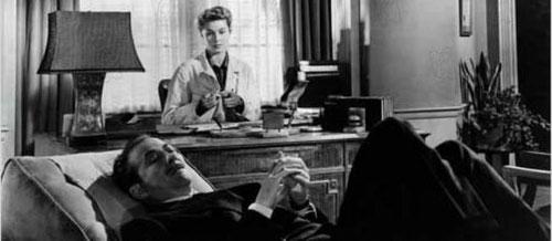 Les étapes d'une analyse. Pourquoi s'allonger sur le divan ? Comment choisir son psychanalyste ou encore comment se termine une psychanalyse.