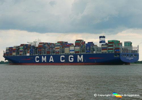 Die CMA CGM JEAN MERMOZ auf der Elbe zum Erstbesuch von Hamburg, 12.07.2018
