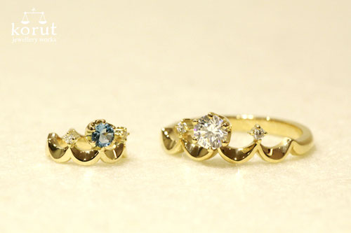 アクアマリンとダイヤモンドを使った18金イエローゴールドベビーリングとダイヤモンドを使った18金イエローゴールドエンゲージリング