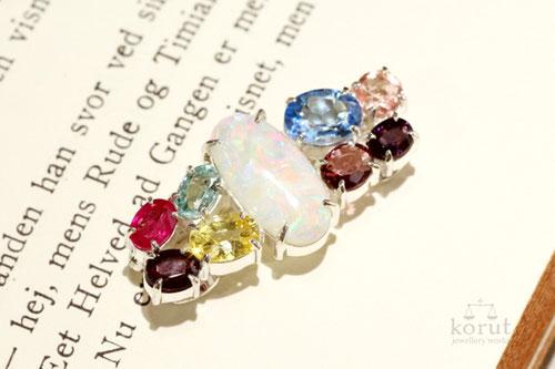 様々な宝石をリフォームしたシルバー製ブローチ完成写真