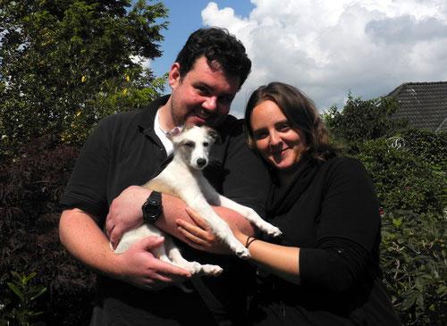 Alfarin heißt jetzt Casper und ist am 31. Juli nach Jesteburg zu Carina und Nessan gezogen. Dort hat er noch zwei Hunde Freunde, die Labradordame Möhrchen und den Papillonrüden Finnegan :)