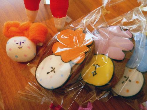 ブローチとBean's Cookie Labさんとのコラボアイシングクッキー