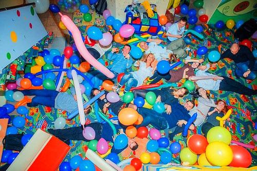 Шоу шаров на взрослый праздник и день рождения, юбилей, свадьбу, выпускной.