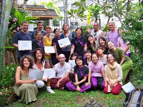 Remises des certificats de massage thaï lors du stage de la Toussaint 2013 à Chiang Mai, Thailande.