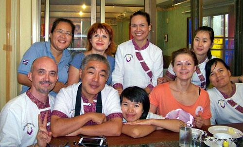 Au restaurant à Chiang Mai pour fêter la remise des diplômes en massage thaï !