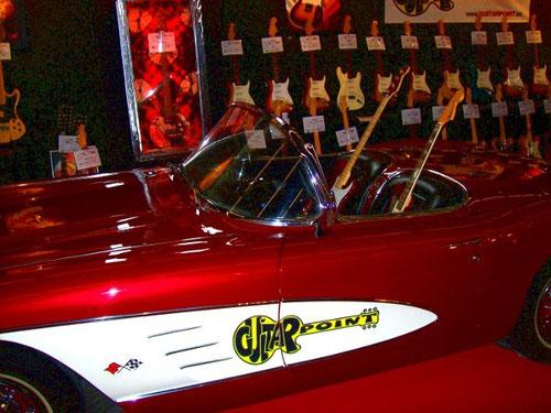 schnittiges Cabrio omt E-Gitarren-Besatzung Vintage-Style von Guitarpoint (Musikmesse 2011)
