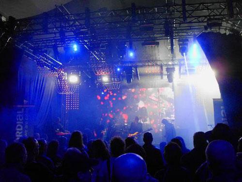 Auf der Agorastage spielten u.a. Thomas Blug & friends: guter Rock kam beim Publikum hervorragend an !