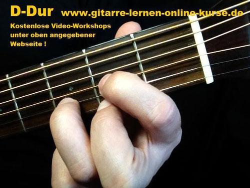 D-Dur Gitarrengriff (Töne: d, a, d, fis - von der leeren D- zur hohen E-Saite !)