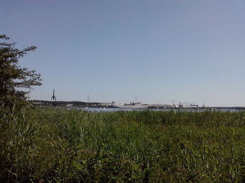 Km 8: Blick zum Seelandkai...