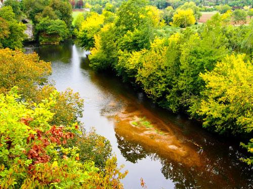 die Vezere schlängelte sich behutsam durch das Naturschutzgebiet der Dordogne