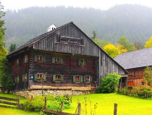 ein steierisches Bauernhaus dessen Proportionen perfekt sind