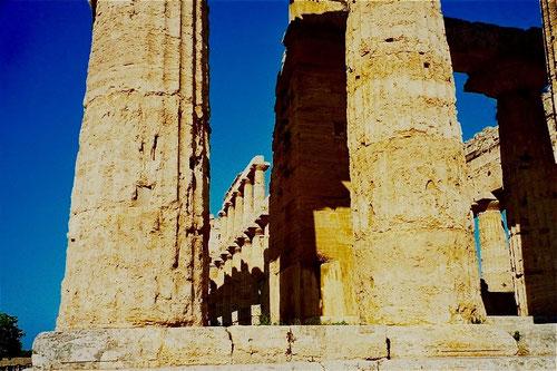 fast drei Jahrtausende blickten am Basisilka(Hera Tempel auf uns herab