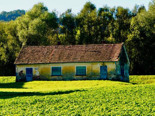 ein altes Bauernhaus mit idealen Proportionen