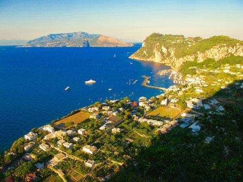 die Aussicht auf den Golf von Neapel/Sorrent immer gigantischer