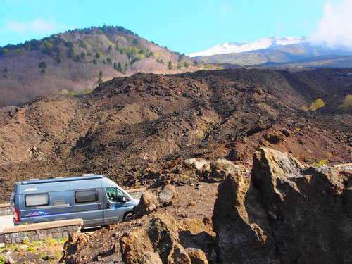 auf der Höhe von ca. 2.200 m nur noch Lava um uns herum