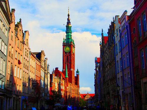 Blick vom langen Markt aus auf das Reichsstädtische Rathaus