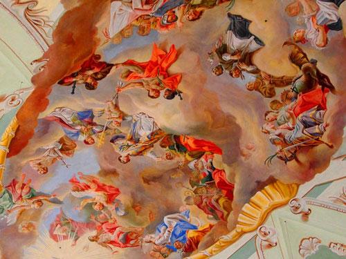 barockes Deckengemälde das die Geschichte des Himmels erzählt
