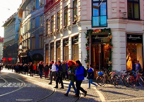 in der Altstadt gibt es keine Autos nur die Strassenbahn