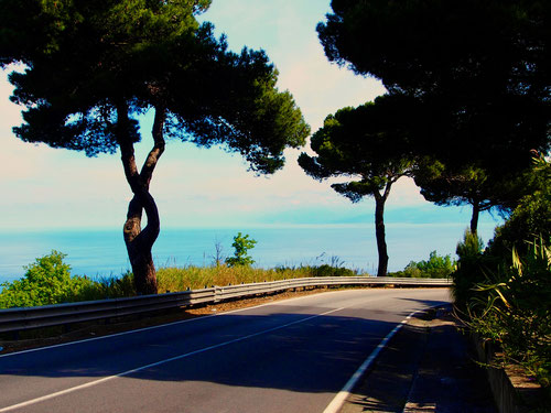 wunderschöne Bilder entlang der Küstenstrasse SS 18