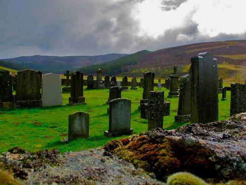 dem Himmel direkt gegenüber liegt dieser Friedhof in Cook Bridgee