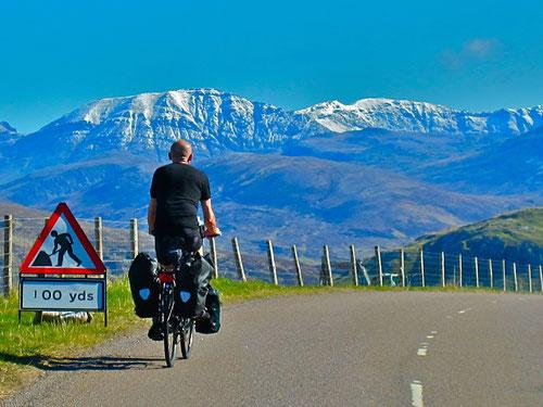 ein Radler-Kollege in den schottischen Nordwest-Highlands
