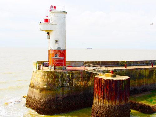 Leuchtturm bei Cordouan,  an der Hafenmole in Royan