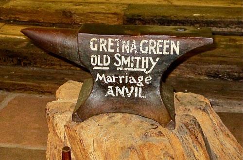 der historische Amboss mit dem Eheschliessungen in Gretna Green beschlossen wurden
